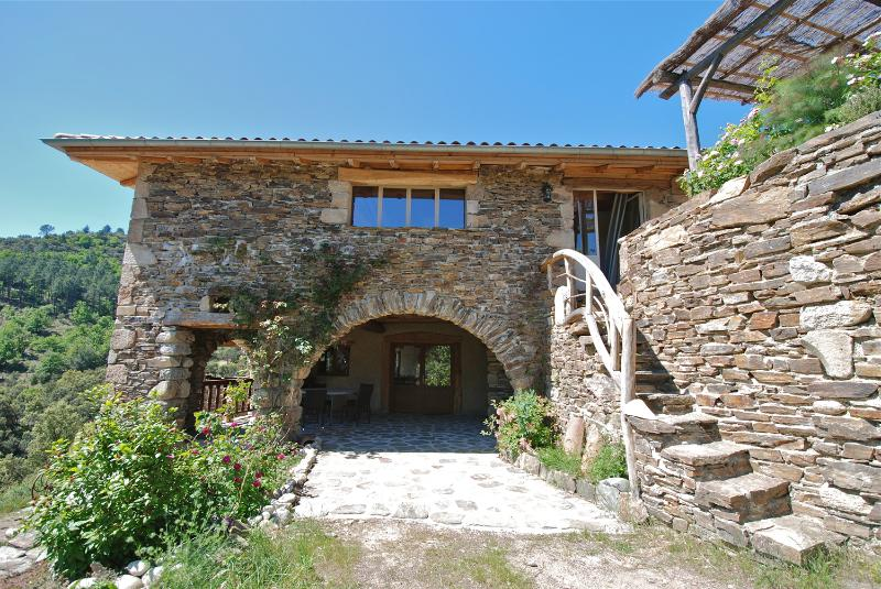 Gite de caractère LA GUARIBOTE en Ardèche cévenole, vacation rental in Rocles
