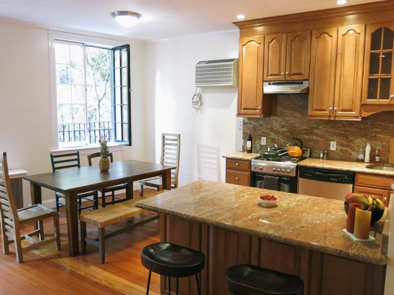 Amazing 2BR 2BA w/private terrace in West Village, vacation rental in New York City