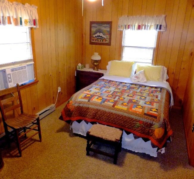 Queen bedroom at the cottage