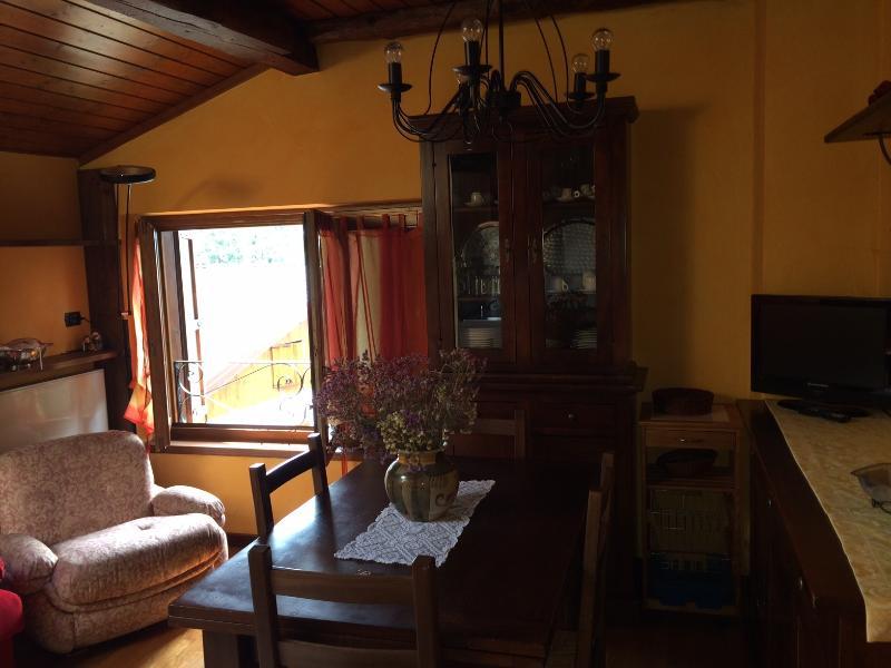 Studio mansardato a 200 mt dal centro di Dorga, vacation rental in Angolo Terme