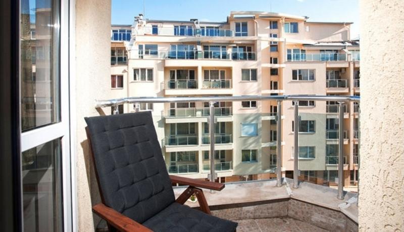 Balkony 1