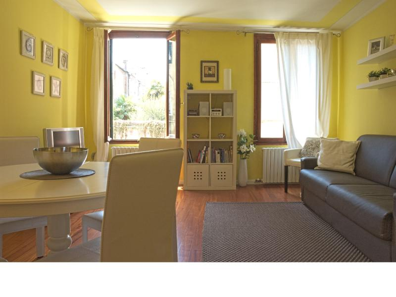 Another view of the sunny and fresh living room.