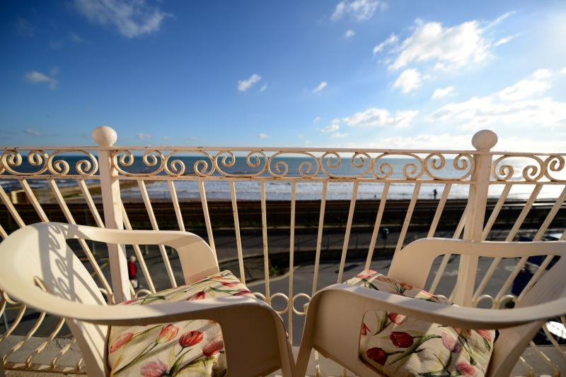 BLENHEIM - ANCHOR POINT- BALCONY  on first floor, vacation rental in Dawlish