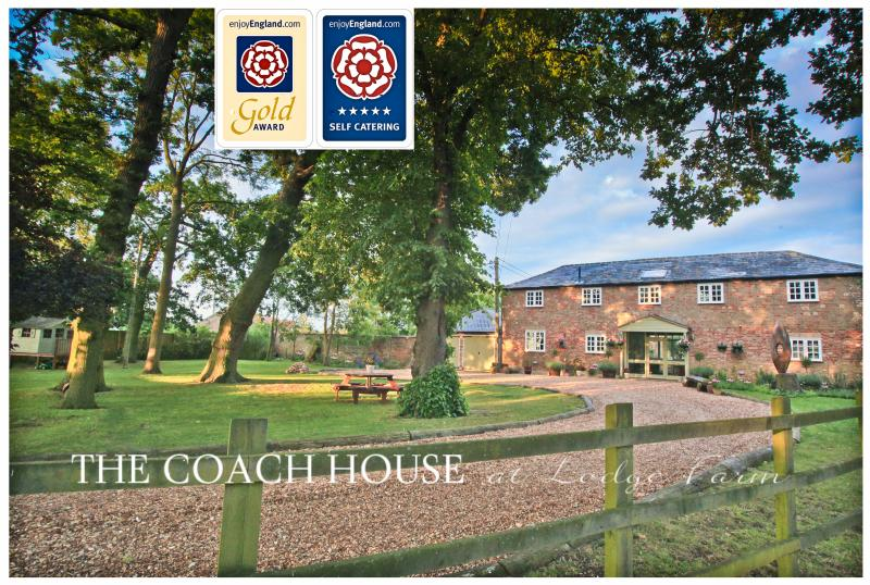 The Coach House at Lodge Farm with Hot Tub, 5*Gold, holiday rental in Hockwold cum Wilton