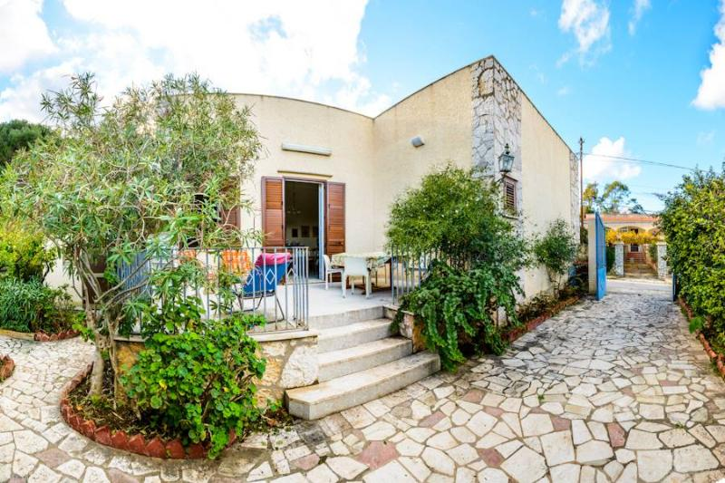 Casa Cecilia - Tonnara di Bonagia - Trapani, vacation rental in Tonnara di Bonagia