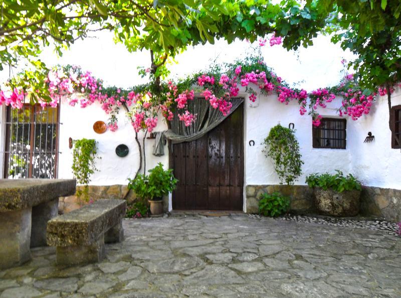 Cortijo La Gineta - Casa del Patio, alquiler vacacional en Moclín