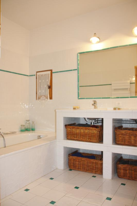 Une salle de bains à l'etage