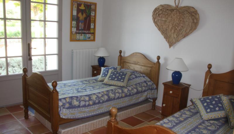 La chambre du rez-de-chaussée (2 lits simples)