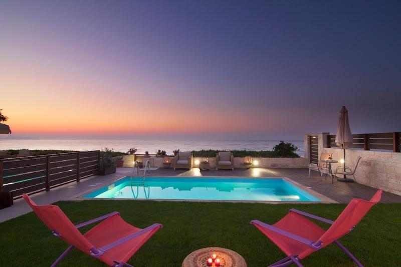 Private pool exactly in front of sandy beach!