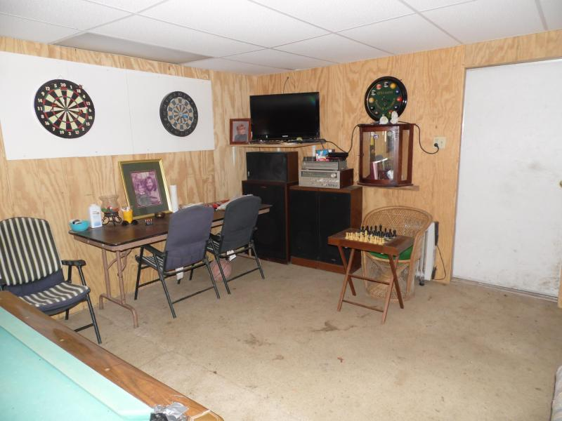 Have fun in the Man Cave, 3 dart boards, shoot some pool, play chess, 32' flat screen, stereo.