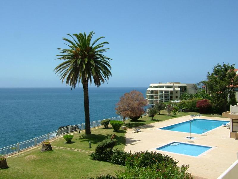 2 suits apartment, above sea, pool, wonderful view ., holiday rental in Funchal
