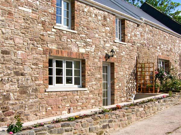 CORRAN COTTAGE, barn conversion with woodburner, country setting, next to, holiday rental in St Clears
