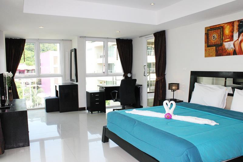 Stunning 3 bedroom Condo Unit, holiday rental in Patong