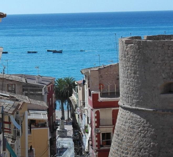 MU, Apartamento frente a la muralla Villajoyosa con vistas a 100 mt de la playa – semesterbostad i Villajoyosa