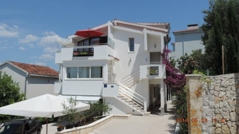 Villa Tanja has  a two-bedroom Penthouse Ap. KARLA and PETRA, plus studio for a total of 12 people,