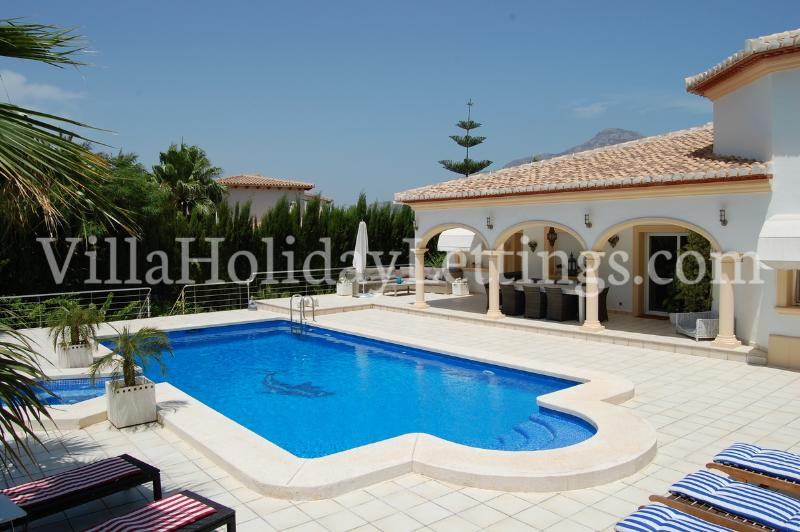 Private luxury holiday villa with pool and jacuzzi
