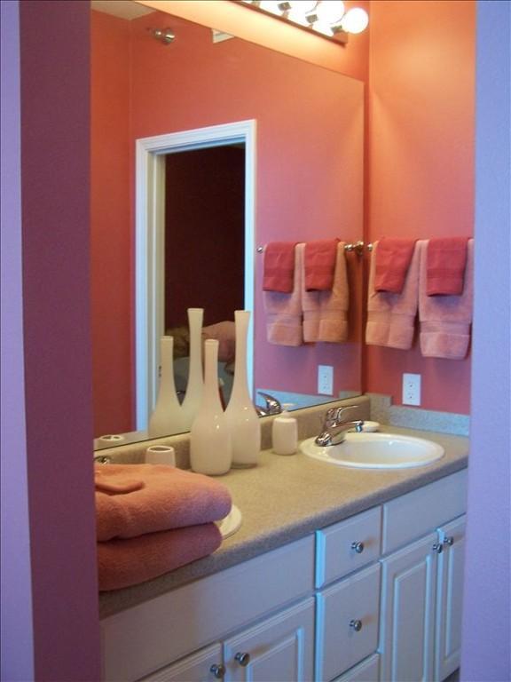 Double Vanity in main bathroom