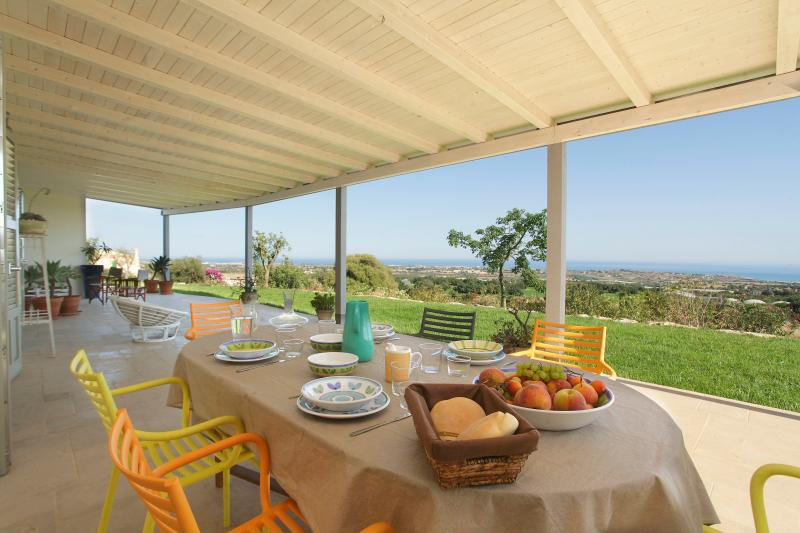 Villa in Sicily with sea view, max 6 people, alquiler vacacional en Ragusa