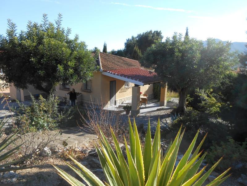VILLA JARDIN 6 PERSONEN MET ZWEMBAD. voor 4 Villa,s, location de vacances à Llosa de Camacho