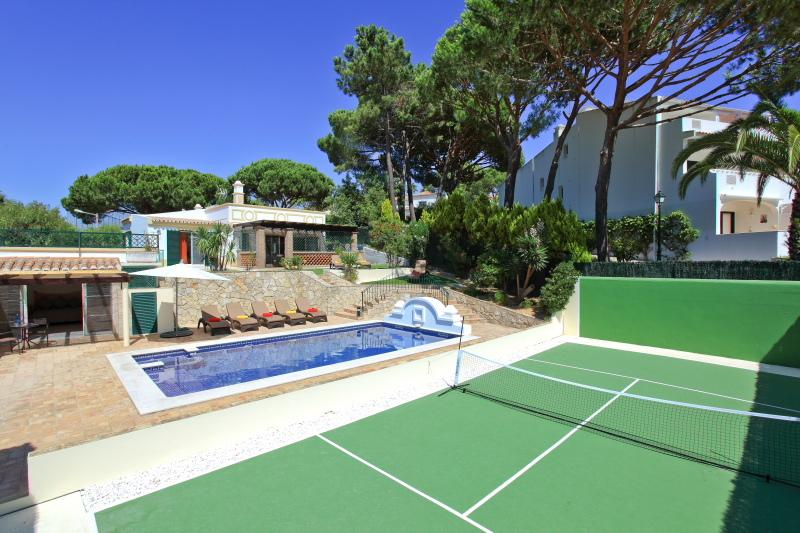Stunning 4 bed villa in Vale do Lobo, Algarve, holiday rental in Loule