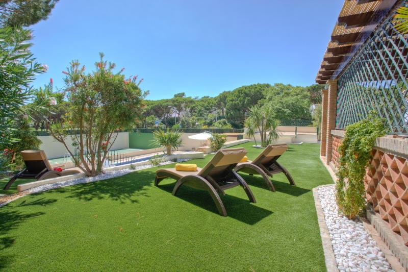 Garden area with sun loungers