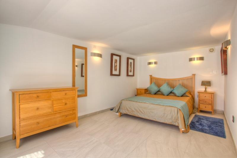 Pool side bedroom with en-suite shower room