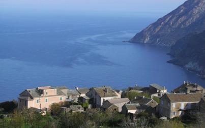 Maison vue mer sur terrain, aluguéis de temporada em Valle-di-Rostino