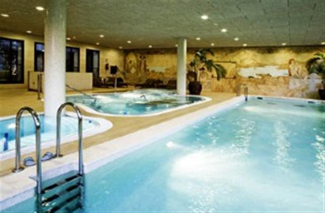 Albayt Country Club Spa & Pool Area