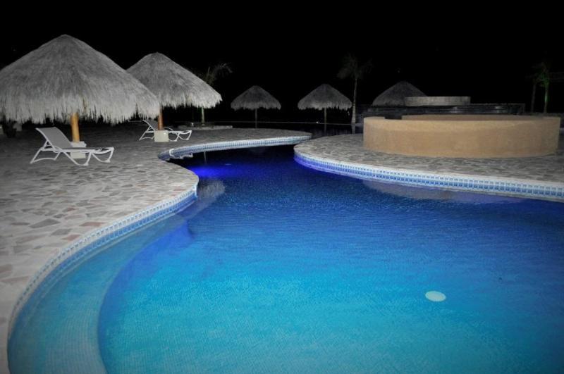 'S avonds zwembad