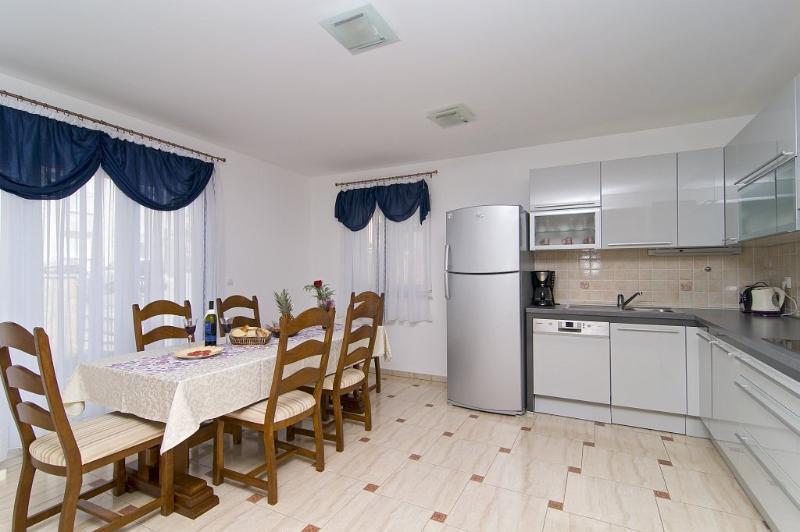 Ground floor dining and kitchen
