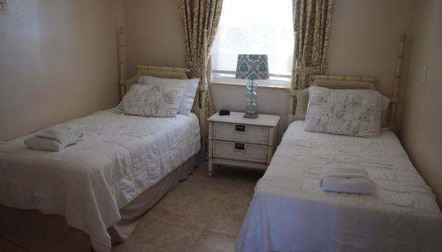 Guest bedroom - 2 x twin