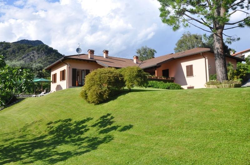 VILLA PANORAMICA a Rogaro Lake Como, vacation rental in Tremezzina