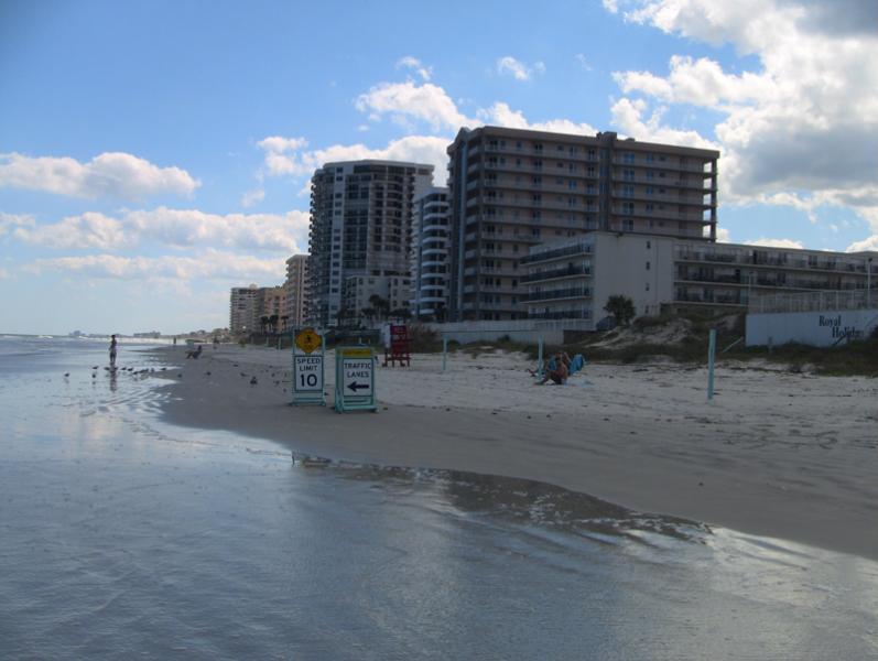 Beachside ocean view Town home with garage, holiday rental in Daytona Beach