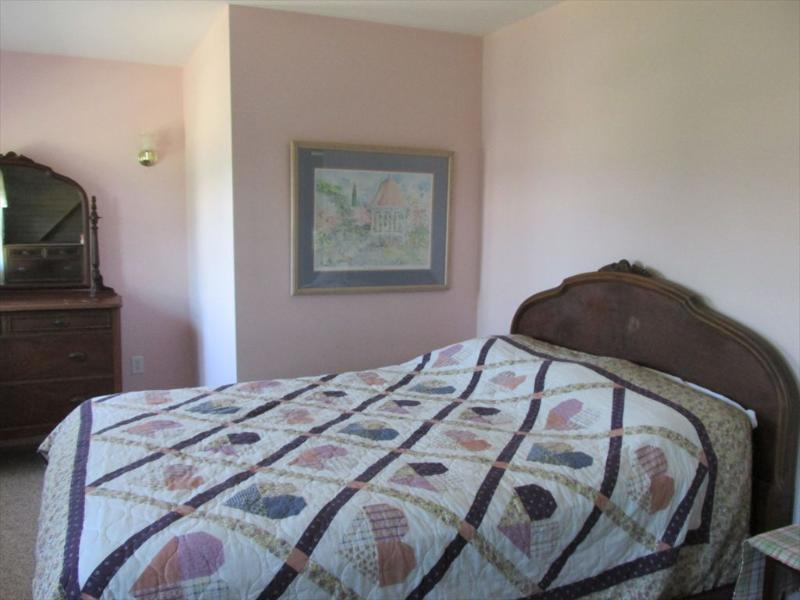 Second upstairs bedroom with double bed