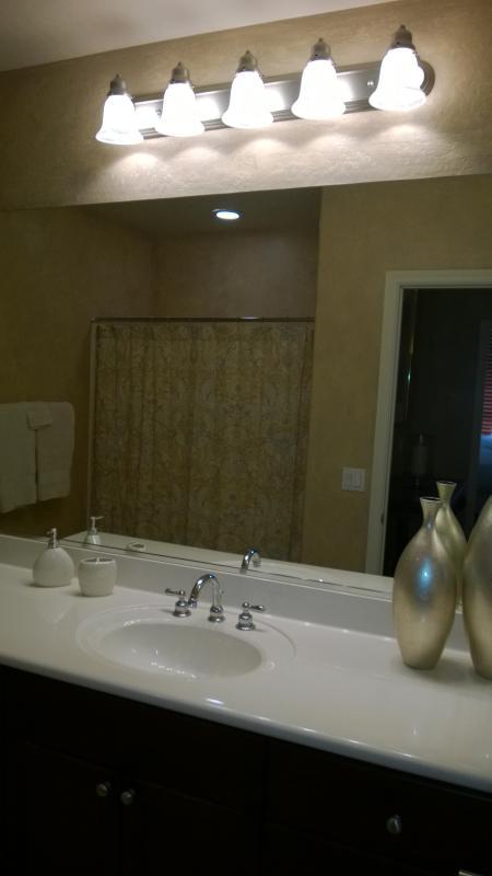 2 badkamer met bad/douche