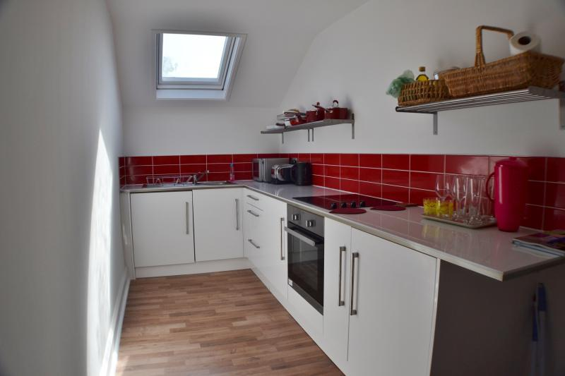 Sophisticated, red and white italian style kitchen with oven for those who love to cook or not!