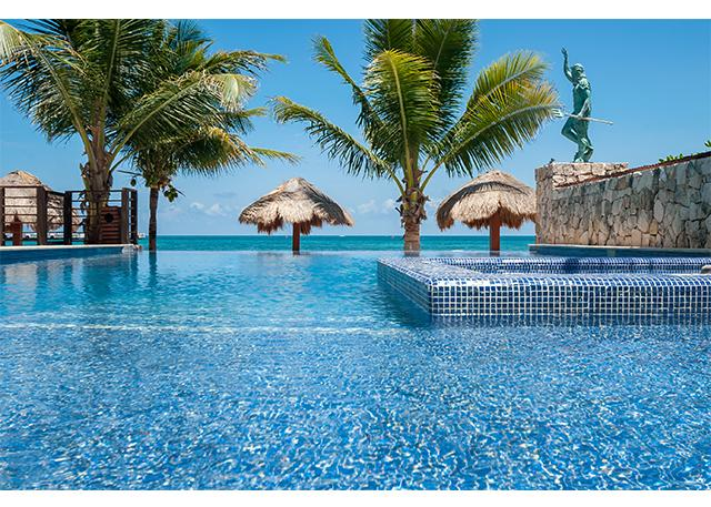 Clear, clean pool with Infinity view