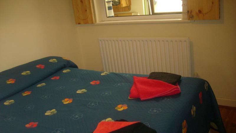 Double bed in bedroom 2