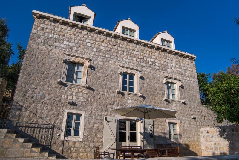 Old stone villa wonderfully restored; exclusive location