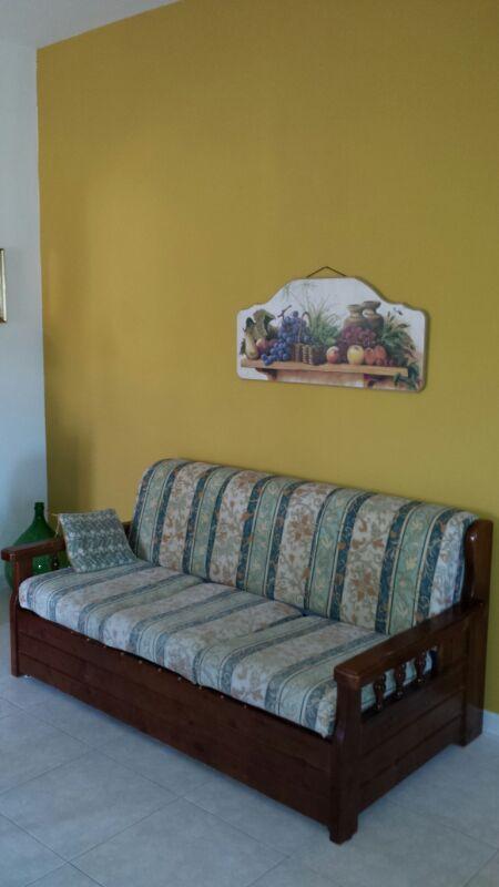 Divano-letto posizionato nel soggiorno.