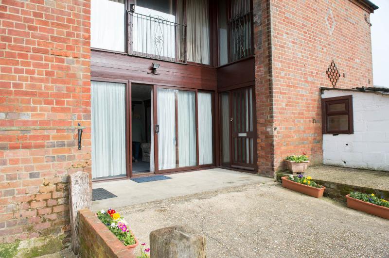 Downstairs, vacation rental in Ferndown