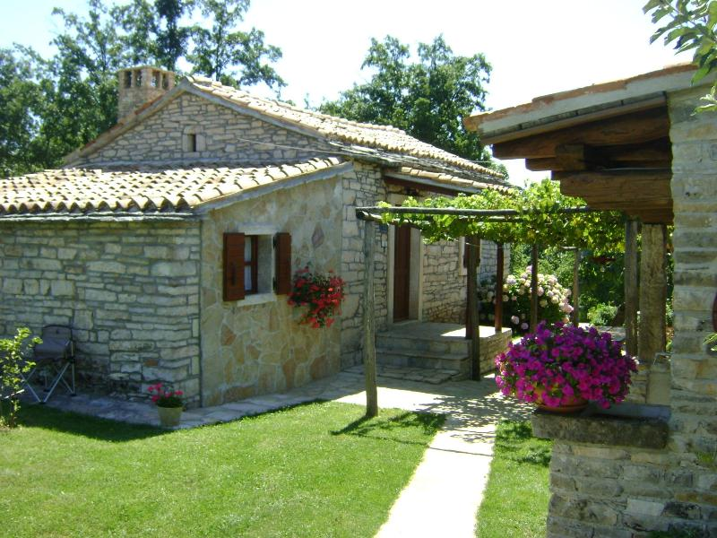 Beautiful stone built holiday house, vacation rental in Pazin