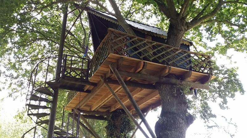 HOLIDAYS TREE HOUSE in Brittany (CABANE PERCHEE ), holiday rental in Brusvily