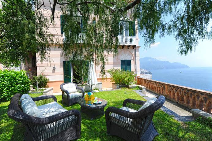 Beautiful 2 Bdrm, Stunning Views, Private Garden, Balcony, Walk to Beach & Town, alquiler de vacaciones en Amalfi