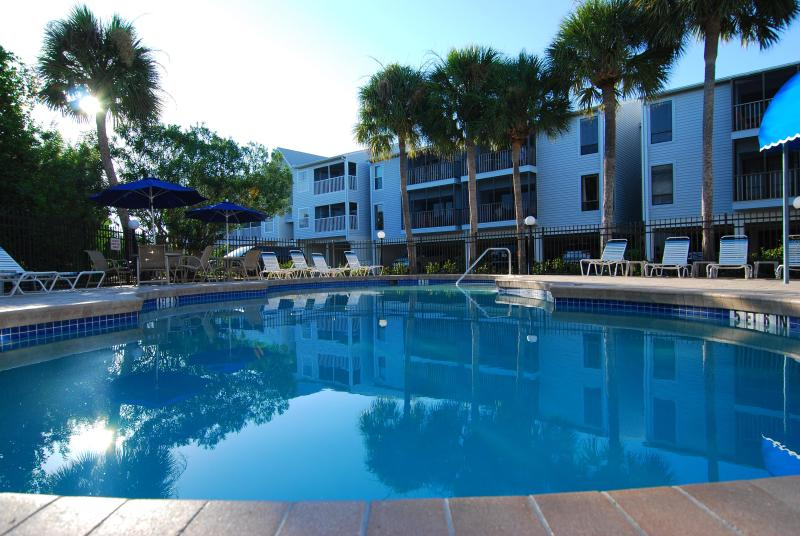 Anna Maria Island, 2 Bed, 2 Bath Condo in quiet setting near to Beaches, holiday rental in Holmes Beach