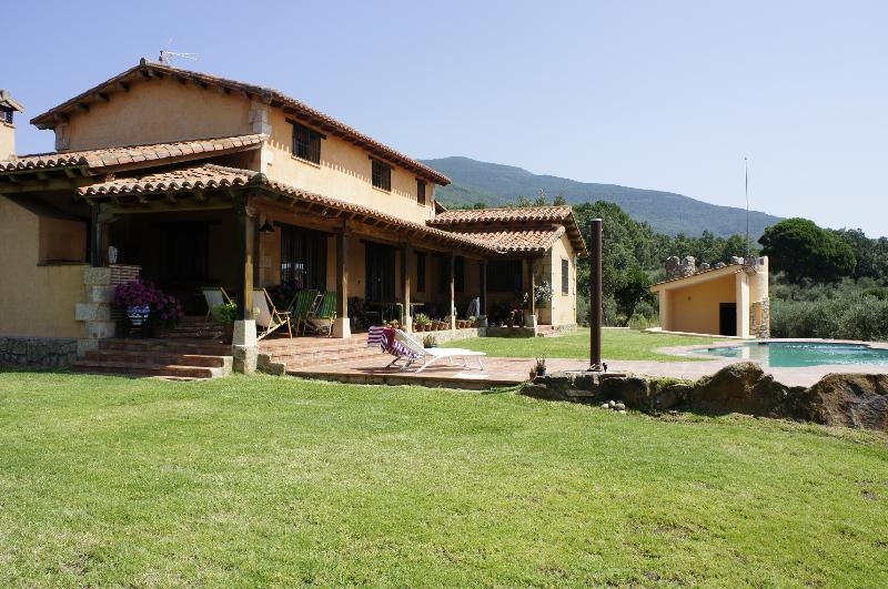 Preciosa  Casa de CAMPO   a la ladera de Gredos