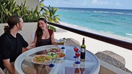 VillasDeRosa: One bedroom beach front condo, vacation rental in Akumal