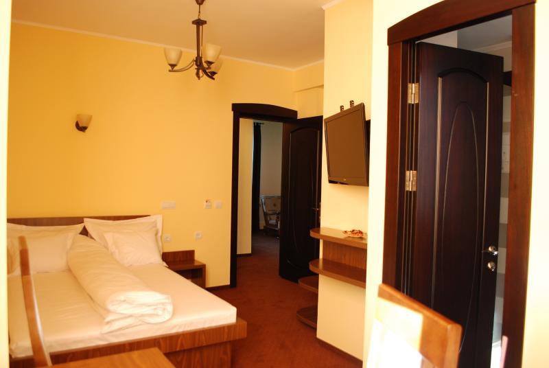Confortable chambre simple pour le voyageur d'affaires (ou chambre double pour un couple)