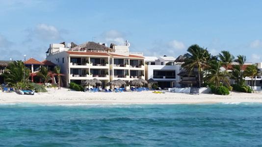 VillasDeRosa: Three Bedroom Beach Front Condo, vacation rental in Akumal