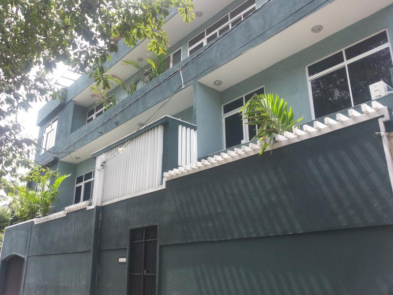 6 Separate Fully Furnished Apartments in Dehiwala, location de vacances à Colombo